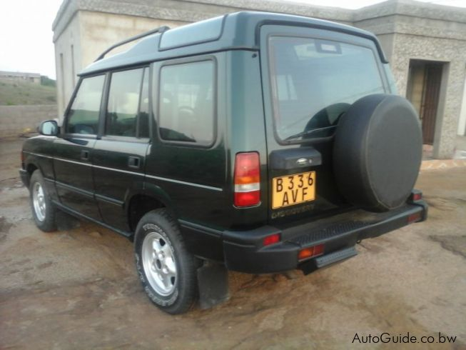 Land Rover Discovery V8 in Botswana