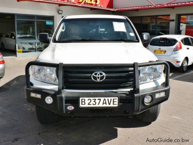 Toyota Land Cruiser 200 Series V8 GX in Botswana