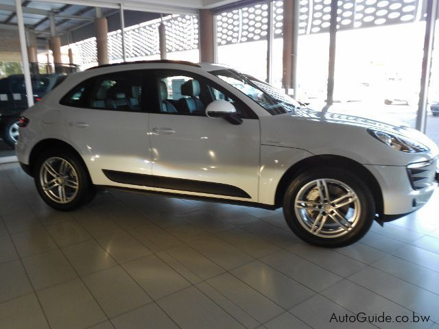 used porsche macan s 2015 macan s for sale gaborone porsche macan s sales porsche macan s. Black Bedroom Furniture Sets. Home Design Ideas