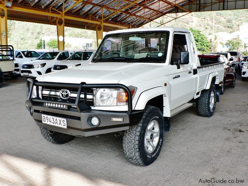 Pre-owned Toyota Land Cruiser V6 for sale in