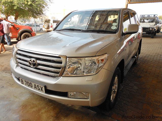 Pre-owned Toyota Land Cruiser VX V8 for sale in Gaborone