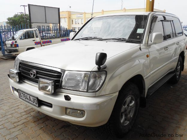 Pre-owned Toyota Land Cruiser 100 for sale in Gaborone
