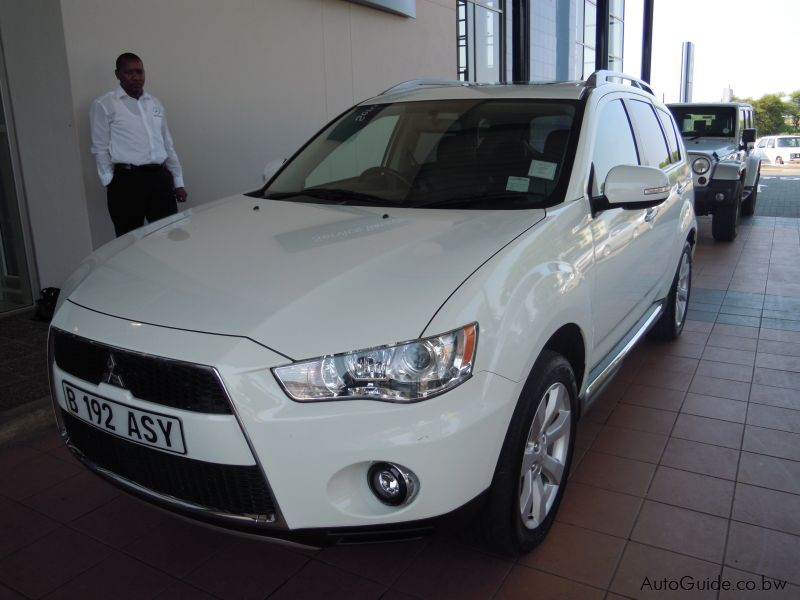Pre-owned Mitsubishi Outlander 2.4 (A) GLS for sale in