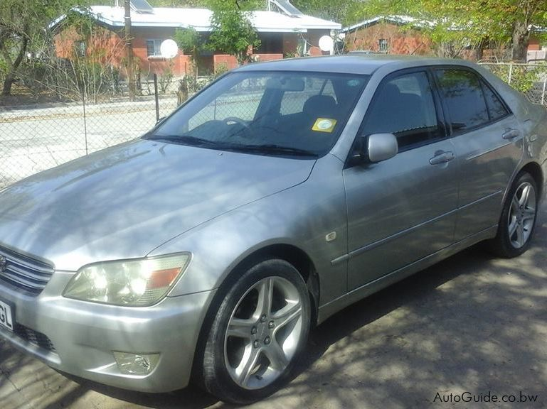Pre-owned Toyota Altezza 2001 model for sale in