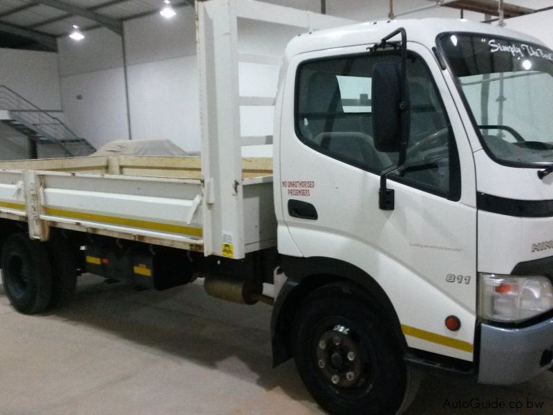 Pre-owned Hino 300-4.5ton LWB for sale in