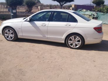 Pre-owned Mercedes-Benz C280 V 6 for sale in