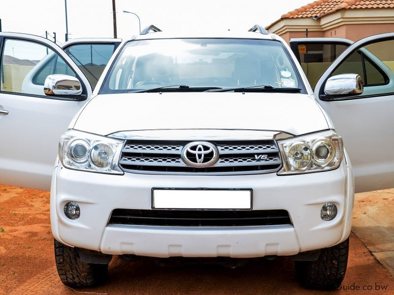 Pre-owned Toyota Fortuner 4.0 V6 for sale in