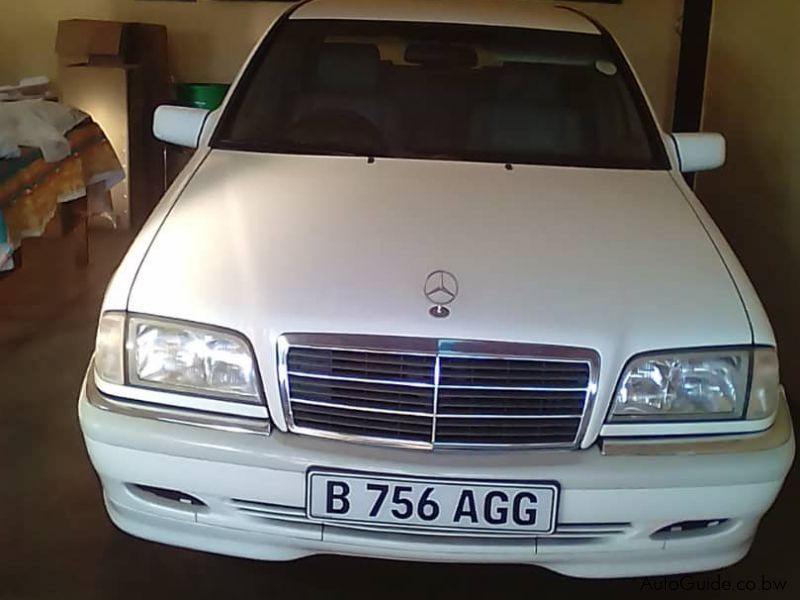Pre-owned Mercedes-Benz C240 for sale in
